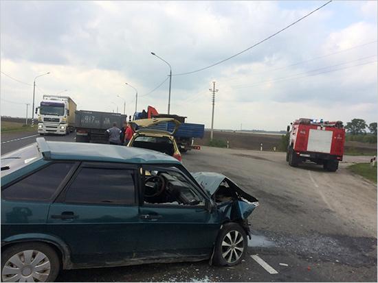 Столкновение «девятки» с иномаркой перекрыло объездную дорогу вокруг Брянска