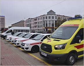 Медучреждениям Брянска вручено семь новых автомобилей — две «скорых помощи» и пять легковых