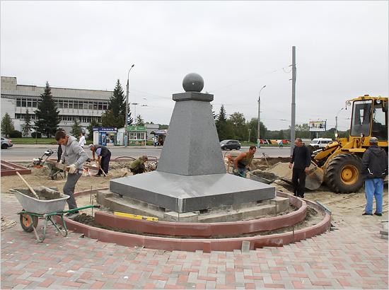 В Семёновском сквере проводится реновация могилы Игната Фокина