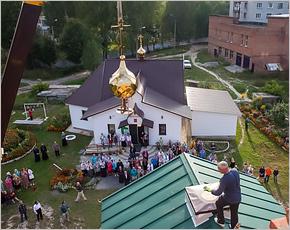 На новый храм в Дятьково установлен малый купол
