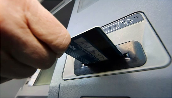 Двое граждан Погарского района ожидают суда закражу денежных средств сбанковской карты