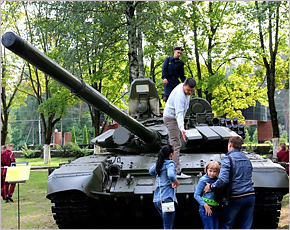 Клинцы отметили День танкиста