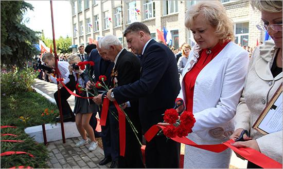 В Карачеве открыт бюст полного кавалера ордена Славы Ивана Кузнецова