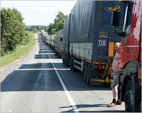 Большегрузы с турецкими овощами создали очередь на украино-российской границе в Новых Юрковичах