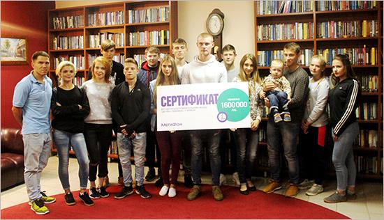 «МегаФон» вручил детскому благотворительному фонду сертификат на 1,6 млн. рублей