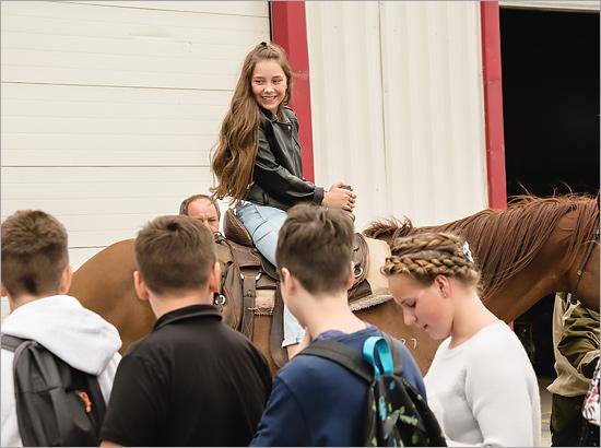 «Мираторг» провёл открытый урок на ферме для учеников брянского лицея №1