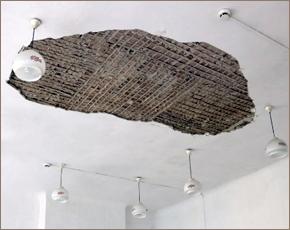 В брянской школе №3 ликвидируют обрушение потолка