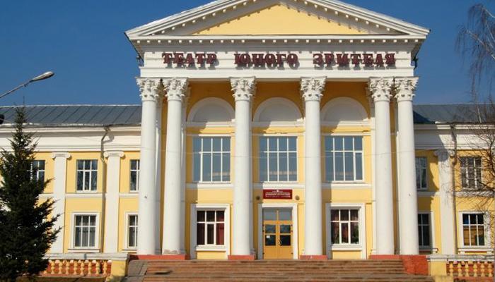 Брянский ТЮЗ сыграл 12 спектаклей для чеченских детей