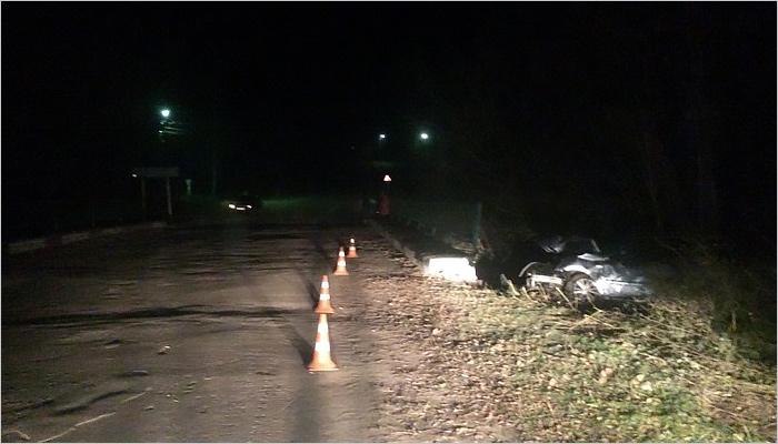 Вбрянском селе нетрезвый лихач наиномарке протаранил мост ипогубил пассажира