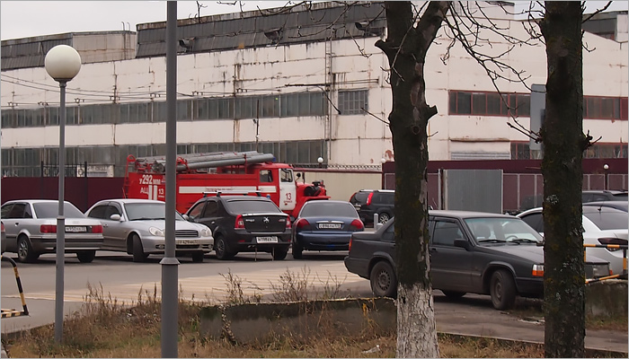 На «БМЗ» горит производственный корпус