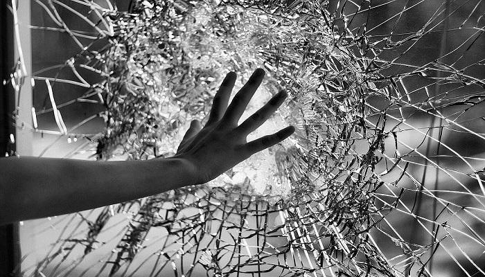 ВДубровке шофёр «Форда» врезался встолб: погибла 38-летняя пассажирка