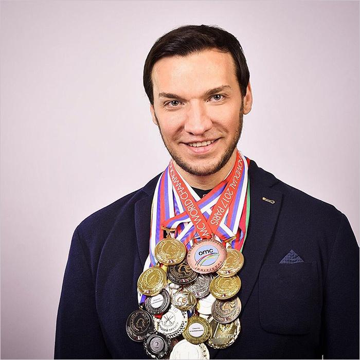 Брянский стилист стал чемпионом России и чемпионом мира по парикмахерскому искусству
