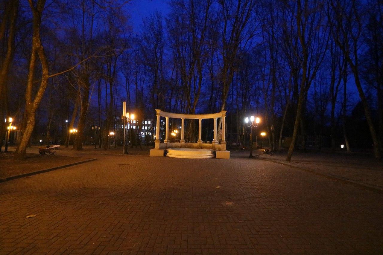 Руководство парка Толстого отчиталось за уличное освещение
