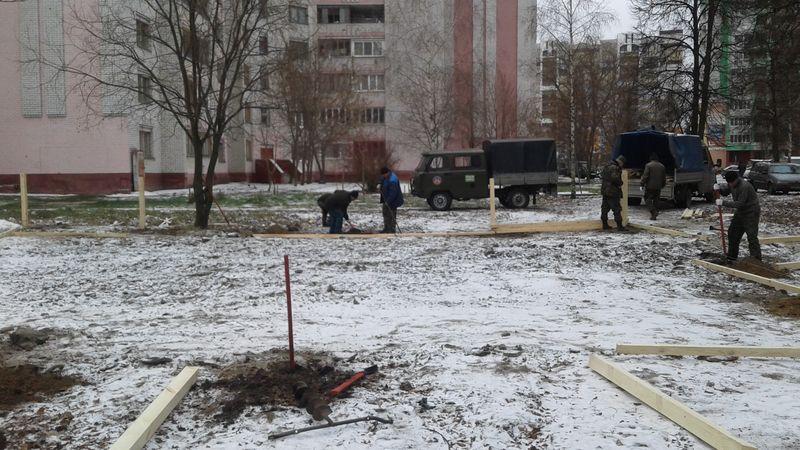 Что бы ни сделали, то «голимый ящик»: в Брянске открыли сверхмалую хоккейную площадку