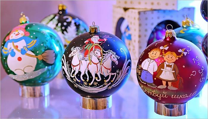 Карачевская фабрика ёлочных игрушек выпустила новую коллекцию — с Собакой и Крымом