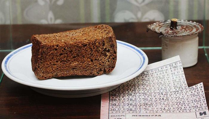 Белгородцам раздадут «блокадный хлеб» инакормят кашей