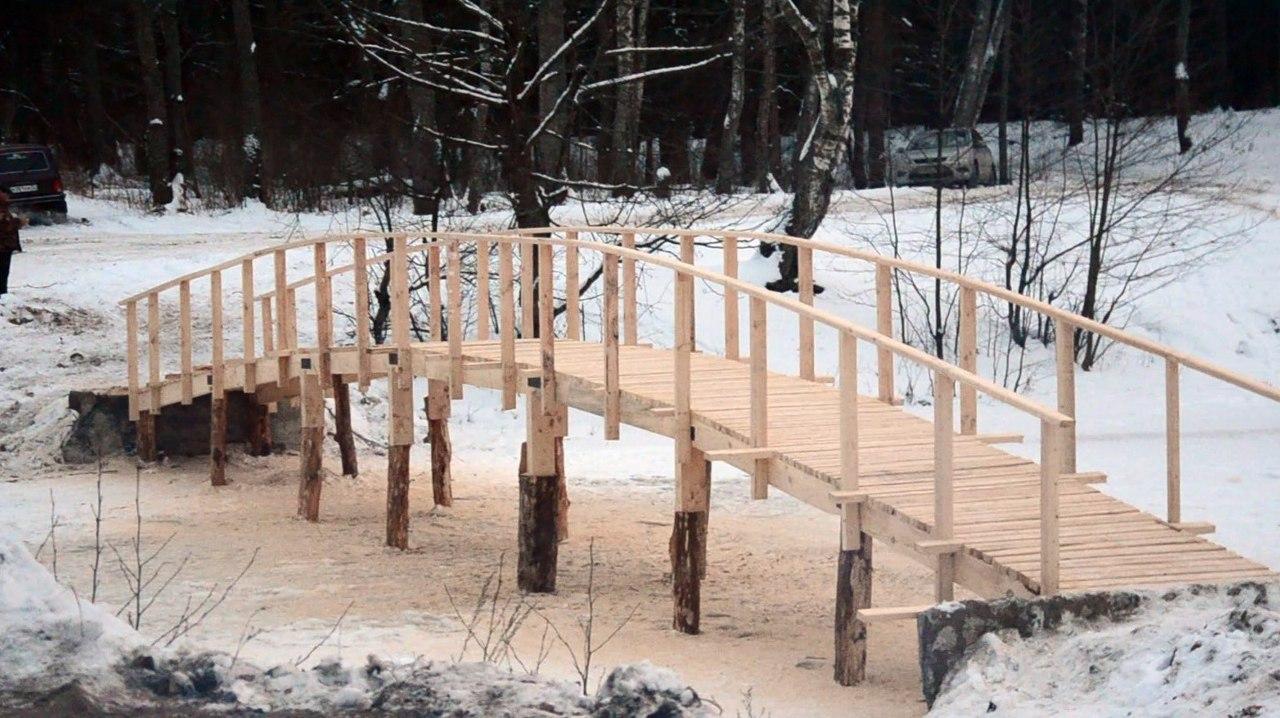 Белобережцы методом народной стройки возвели Белый мост к пляжу