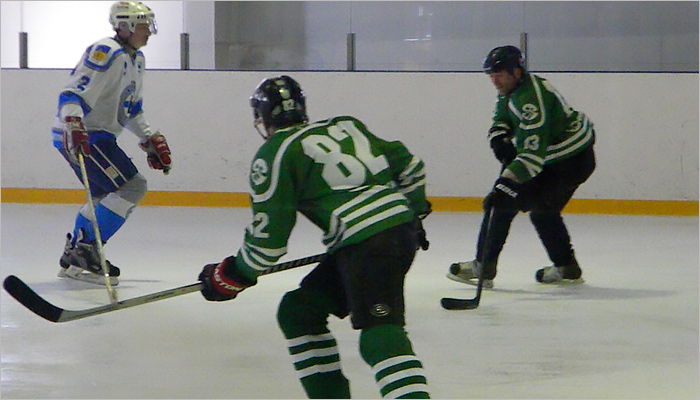 Суземская хоккейная команда получит новую форму к открытию новой ледовой арены