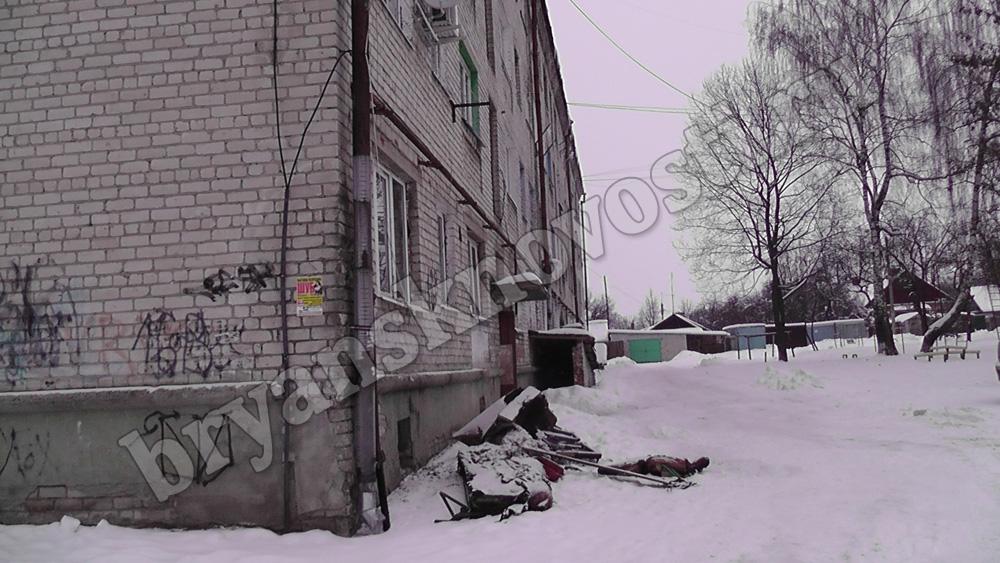 В Новозыбкове пожарные эвакуировали 15 человек из-за горящей постели соседа в общежитии