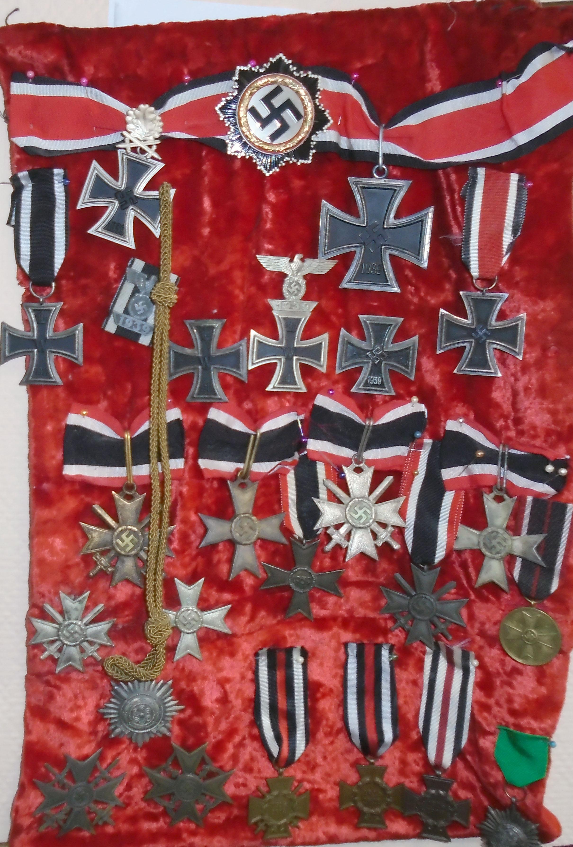 Через брянскую границу молдаванин попытался провезти фашистскую символику, награды и иконы XIX века