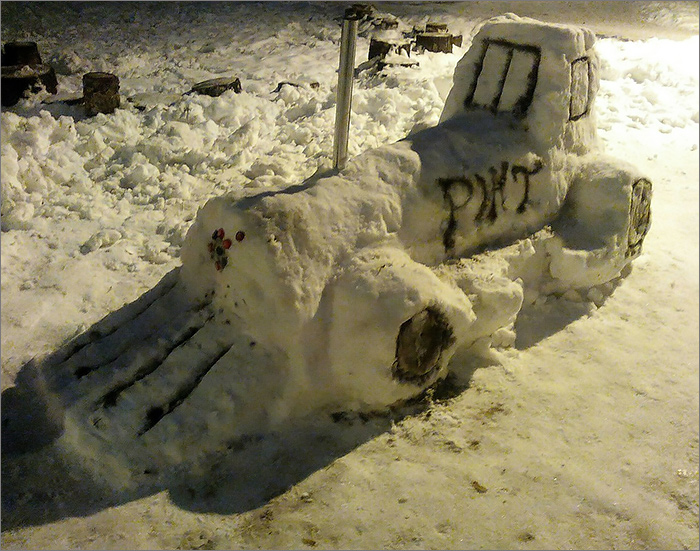 В Брянске энтузиасты устроили парад железнодорожных снеговиков