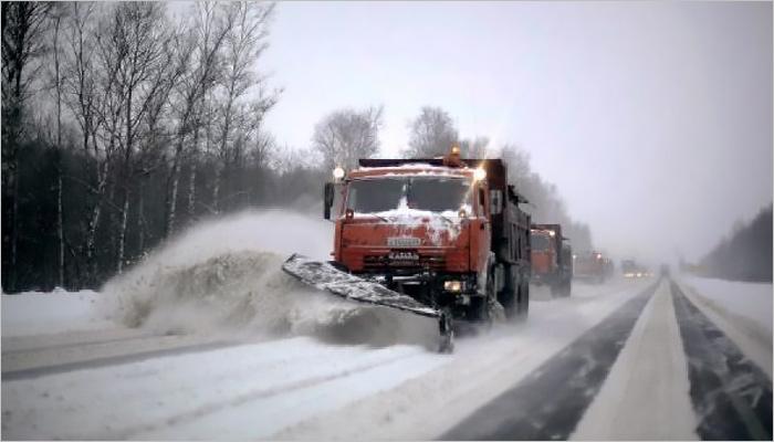 Борьба соснежной стихией вБрянской области продолжается