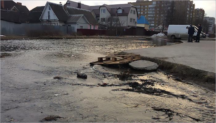 На речке Богомазовке началось половодье: затоплены улицы Бежицы