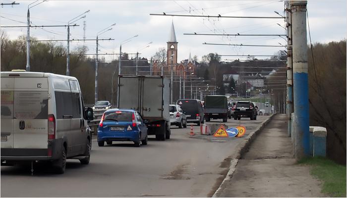 На Первомайском мосту началось нанесение новой временной разметки