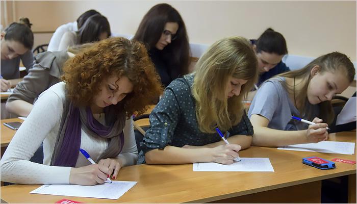Участники Тотального диктанта напишут текст одинаковыми ручками