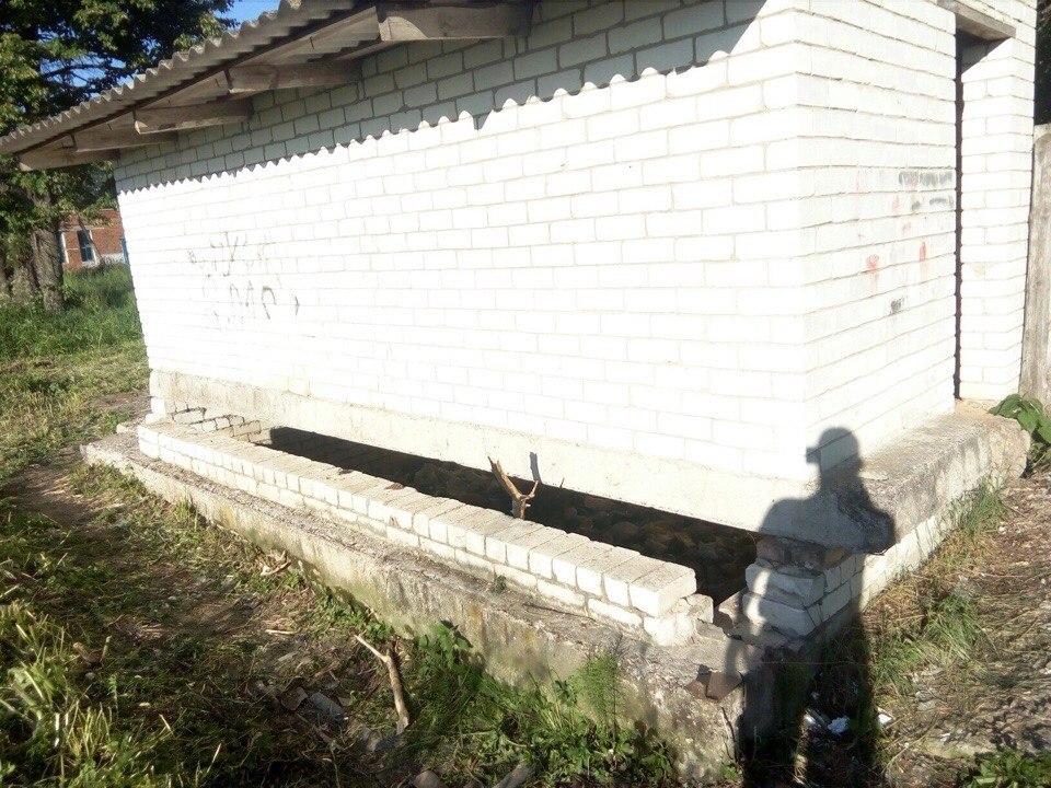 Трагедия в погарском селе: подробности о ребёнке, утонувшем в школьной выгребной яме