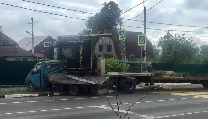 Смертельное ДТП в Карачеве: водитель «ГАЗели» выскочил из кабины и умер со сломанной шеей