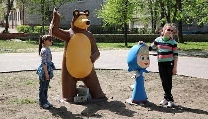 """В брянском парке """"Юность"""" появились мультяшные Маша и Медведь"""