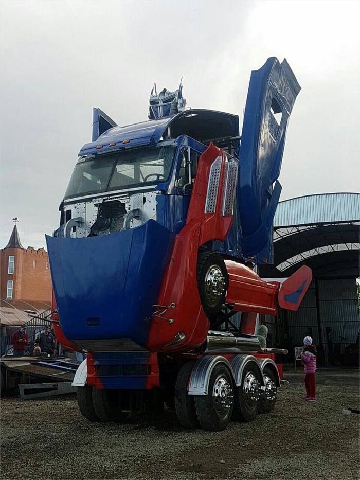В Брянск приезжает Оптимус Прайм — автомобиль-трансформер на базе грузовика