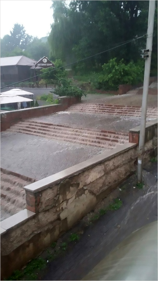 """Ниагарский водопад"" на лестнице бульвара Гагарина стал июльским мемом"
