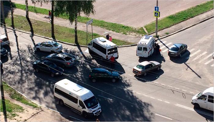 В ДТП в центре Брянска пострадали четверо пассажиров маршрутки №28