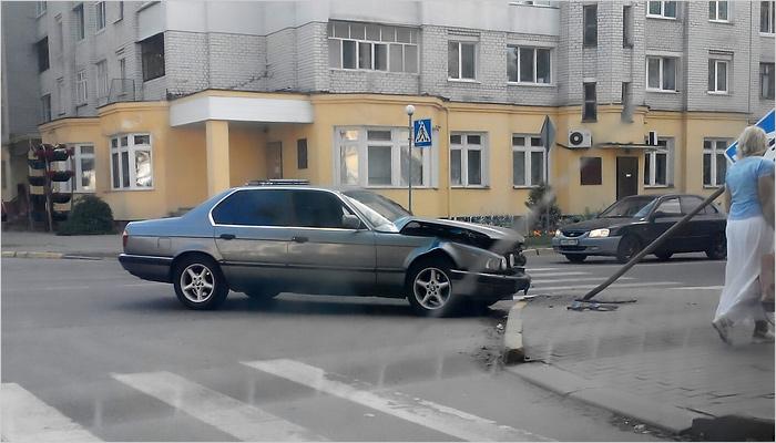 Два «немца» не разъехались на пешеходном переходе в Володарке. Есть пострадавший