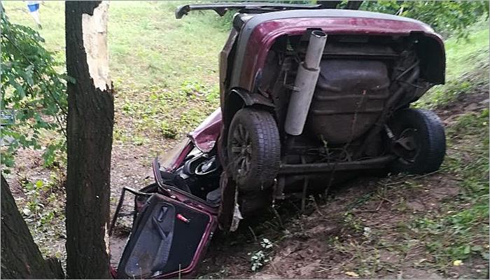 Клинцовские спасатели «вырезали» водителя из переломленной пополам легковой машины