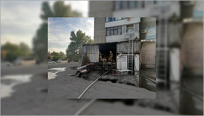 В Брянске  сгорела подсобка магазина «Журавли» на улице Полесской
