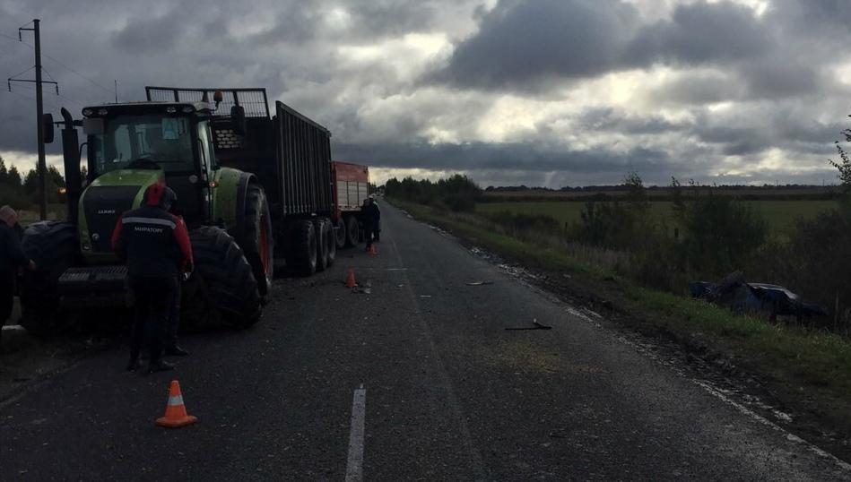 Под Мглином в лобовом столкновении «девятки» с трактором погибли двое детей и двое взрослых