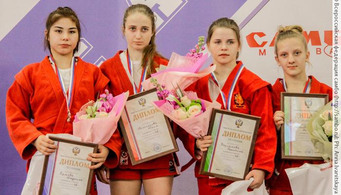 Брянские самбистки привезли «серебро» и «бронзу» российского первенства