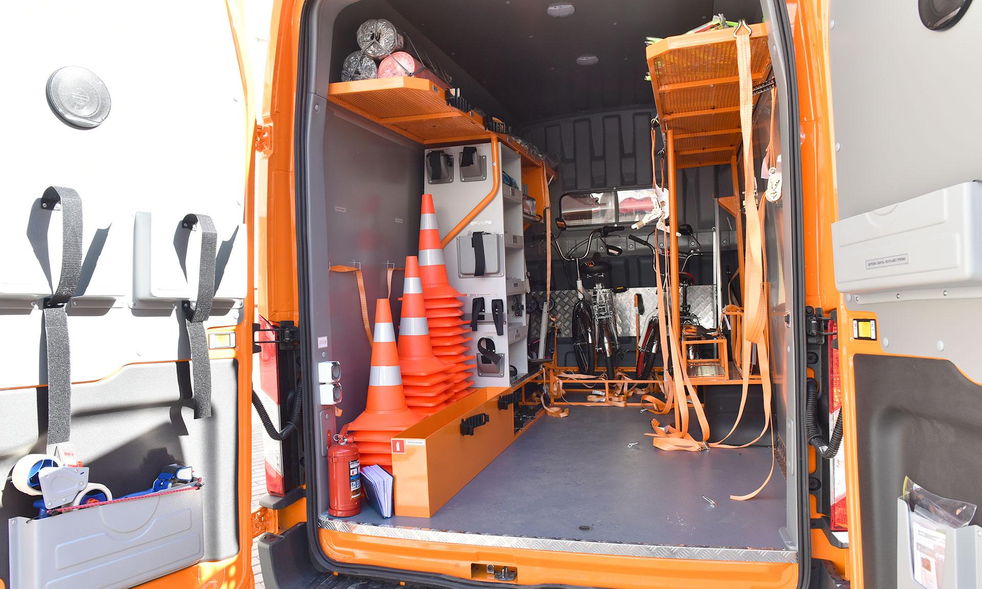 В брянском лицее № 27 открылась лаборатория безопасности на колёсах