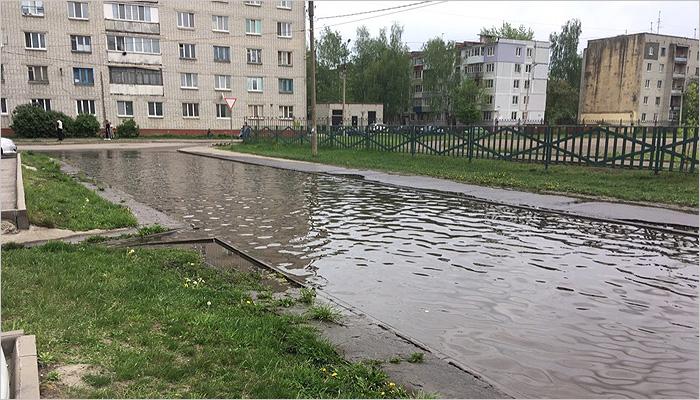 Самое мокрое утро 2019 года принесло потоп в брянские дворы