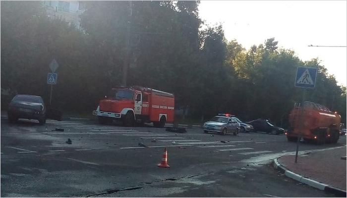 Пьяный водитель устроил ДТП в центре Бежицы: «девяносто девятая» влетела в бензовоз