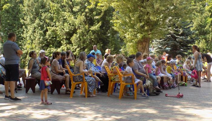 «Открытый театр»: на выходных в парках Брянска дают «Красную Шапочку» и «Бременских музыкантов»