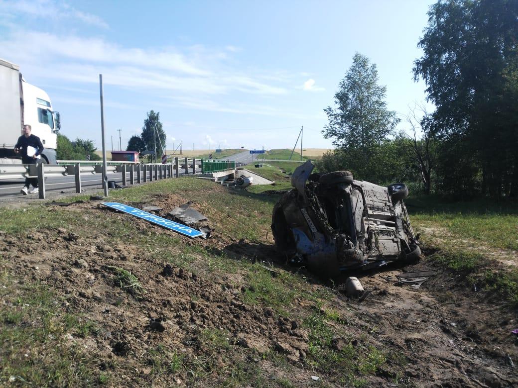 Пять человек пострадали в «спрыгнувших» с моста автомобилях в Клинцовском районе
