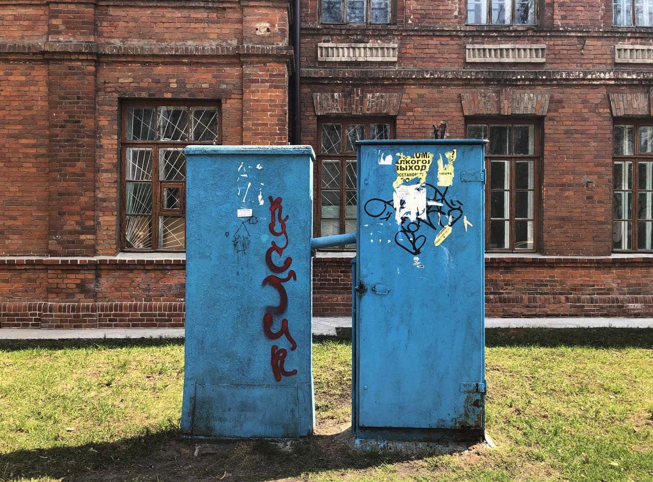 «Боремся с колхозом»: брянский художник украсит шкаф возле БГТУ портретом изобретателя телефона
