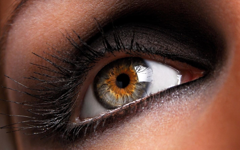 Способы изменения цвета глаз: с контактными линзами и без них