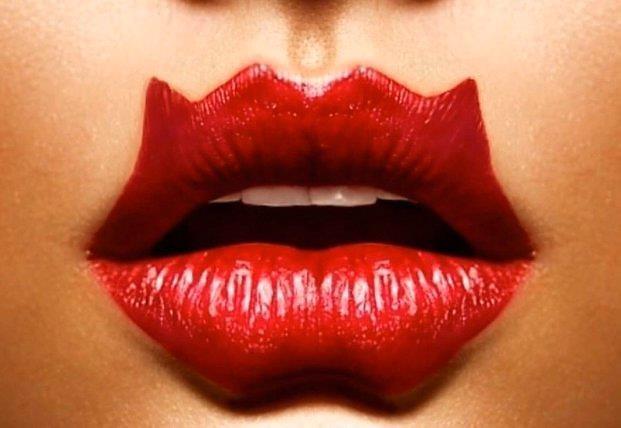 Чем опасна губная помада
