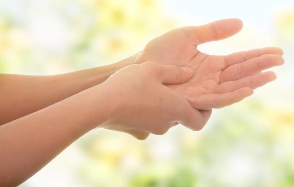 Причины, влияющие на онемение в руках