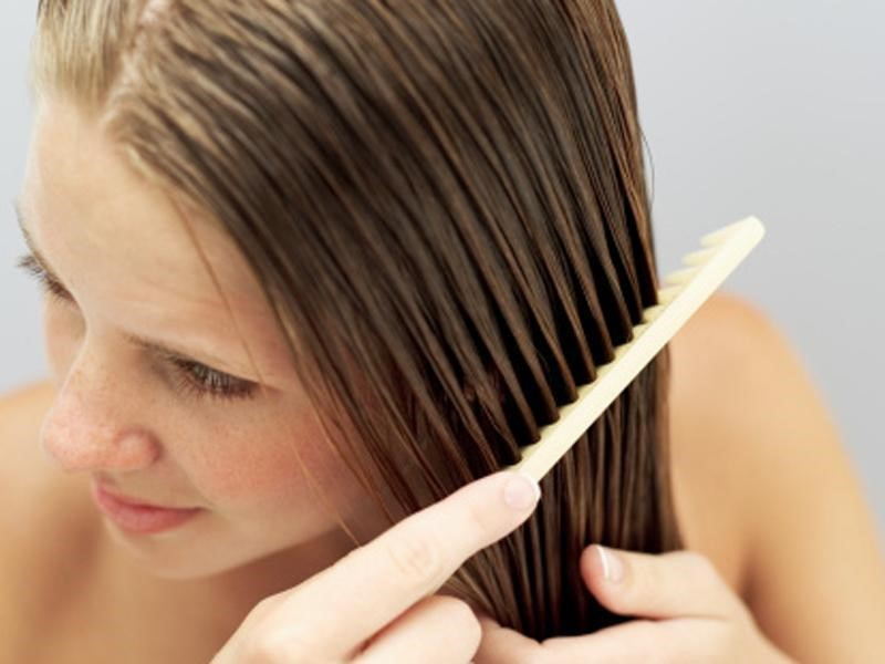 Жирные волосы: почему и как с этим бороться